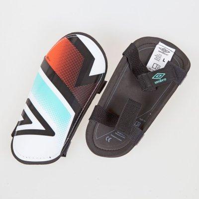 Umbro Neo Shield Slip-In Leggskinn
