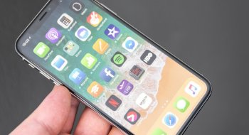 iPhone X-brukere melder at telefonen napper ut hår