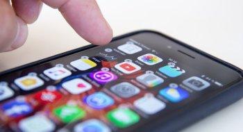 Her skjuler vi Aksjer-, Tips- og Vær-appene for godt!