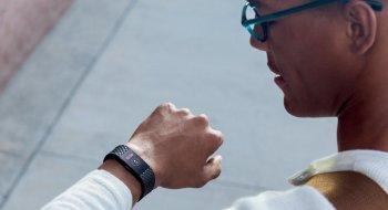 Fitbit slapp akkurat to nye varianter av sine aller mest populære treningsarmbånd