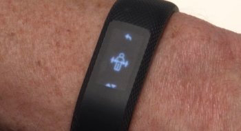Garmin går i strupen på Fitbit med sin nye treningsklokke