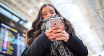 33 prosent av alle nordmenn vurderer ny mobil i løpet av sommeren. Dette er de mest solgte<br>