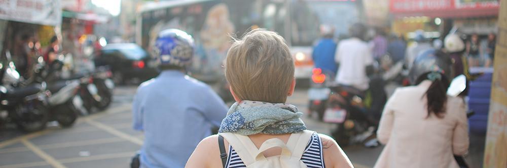 Bilde av ung kvinne på reise i Asia