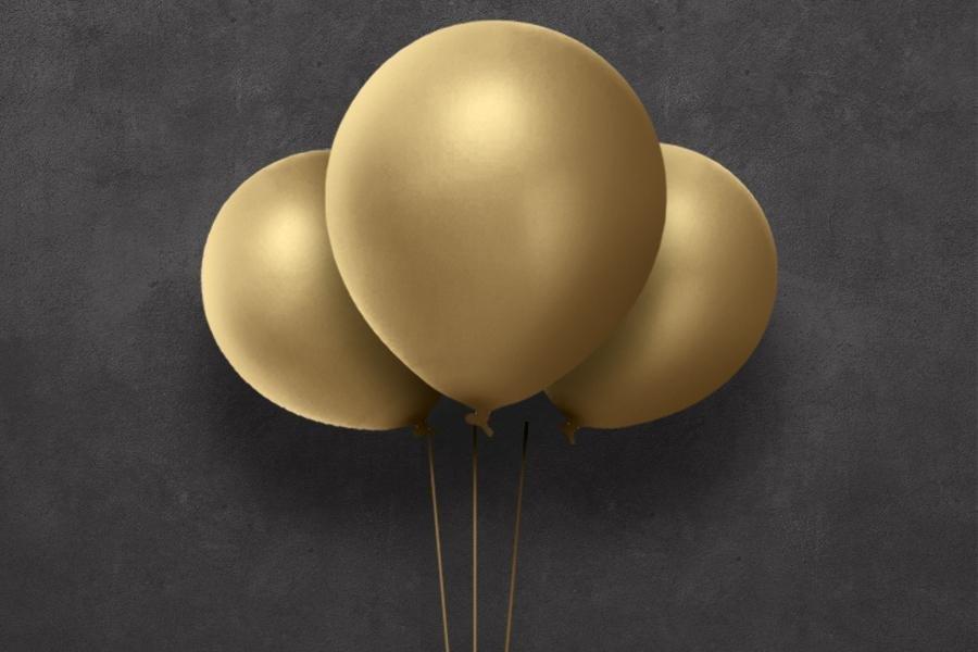 Tre gullfargede ballonger