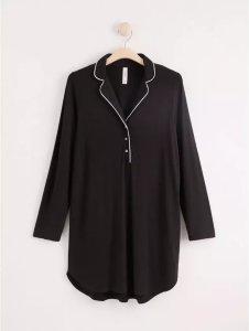 Lang svart pyjamasskjorte