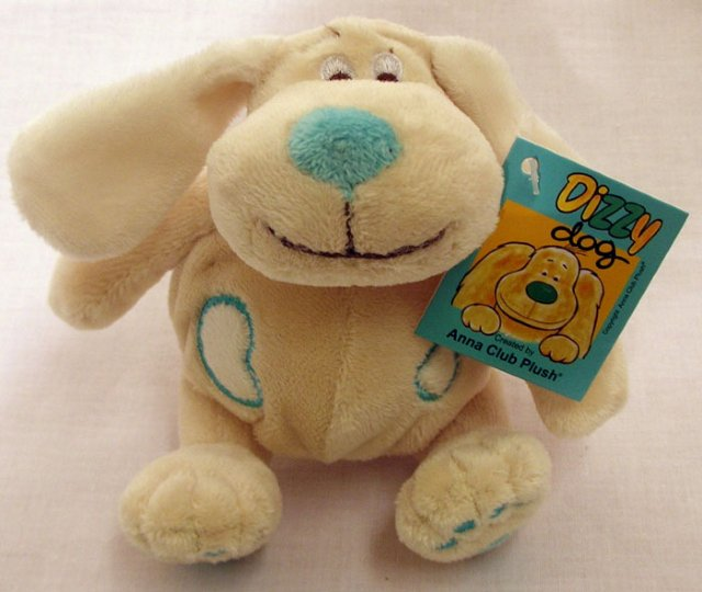 Anna Club Plush Dizzy Dog 15 cm. Med rangle