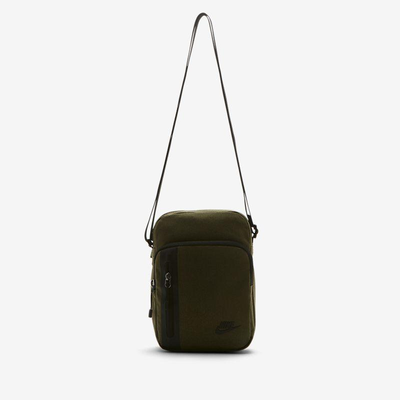 Nike Core Small Items 3.0-bag - Green Unisex > Accessories > Accessories & Equipment ONE SIZE